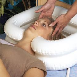 MOBIAKCARE надуваем леген за измиване на глава и коса с резервоар за вода